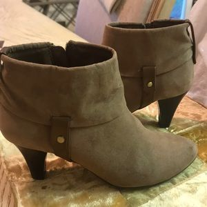 Shoes - Boots very good condition